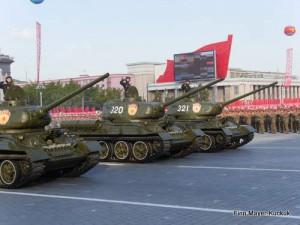 Historische Panzer auf der Militärparade in Pjöngjang