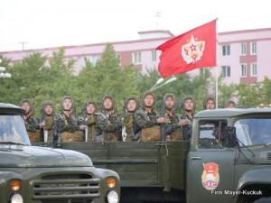 Soldaten mit Panzerfäustern auf der Militärparade in Pjöngjang.