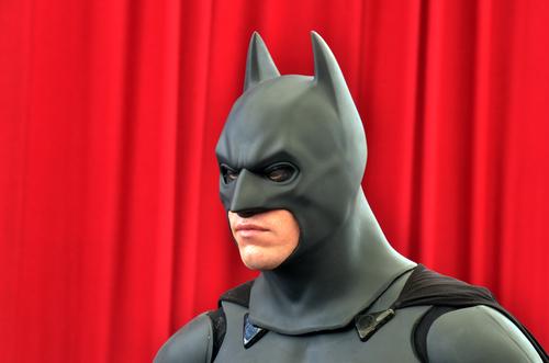 Batman künftig vor kommunistisch-rotem Hintergrund. Foto: ChameleonsEye / Shutterstock.com